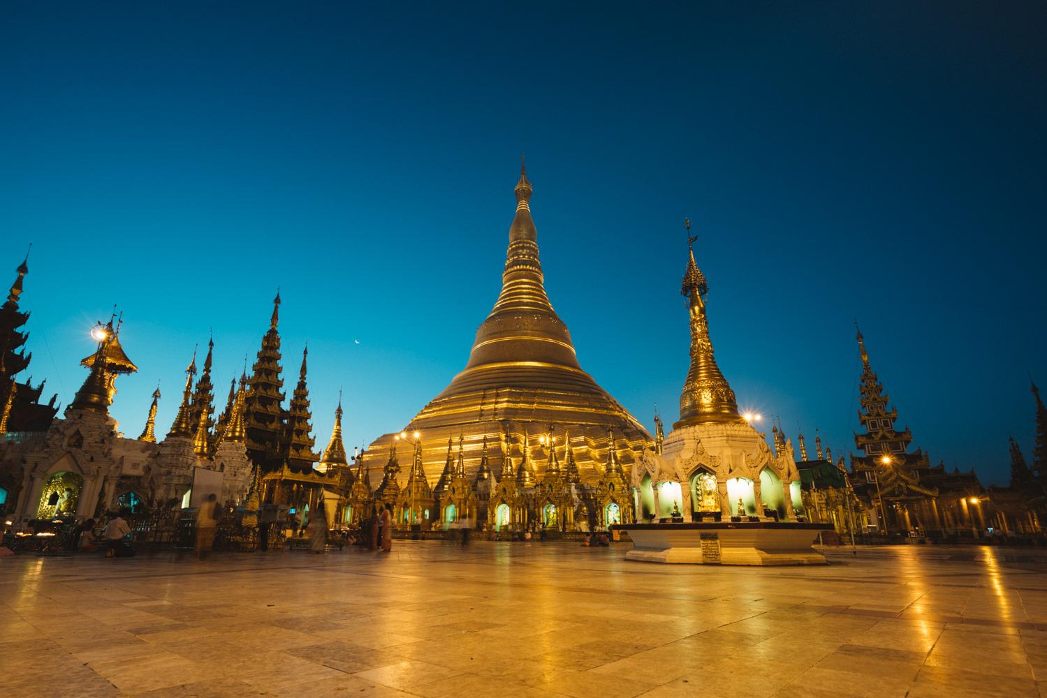 sunrise on Shwedagon pagoda