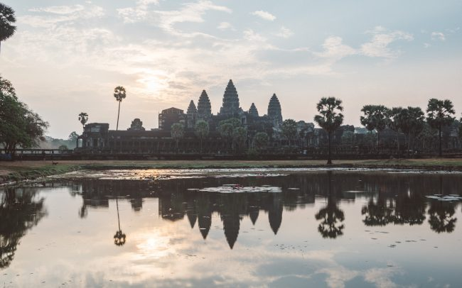 Angkor Wat sunrise reflexion [David Tan]
