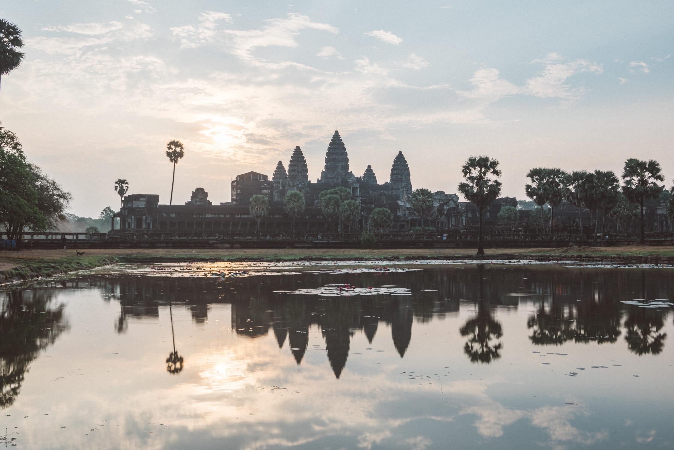 Angkor Wat sunrise reflexion [David Tan]