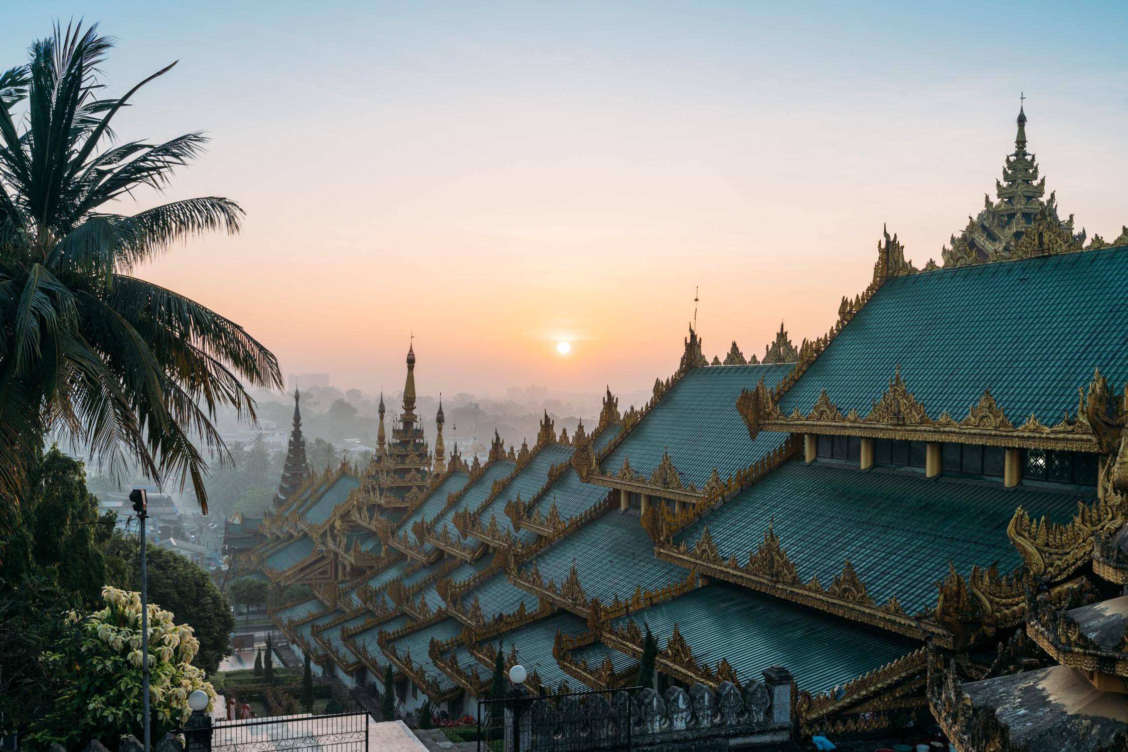 Sunrise on Shwedagon Pagoda [David Tan]