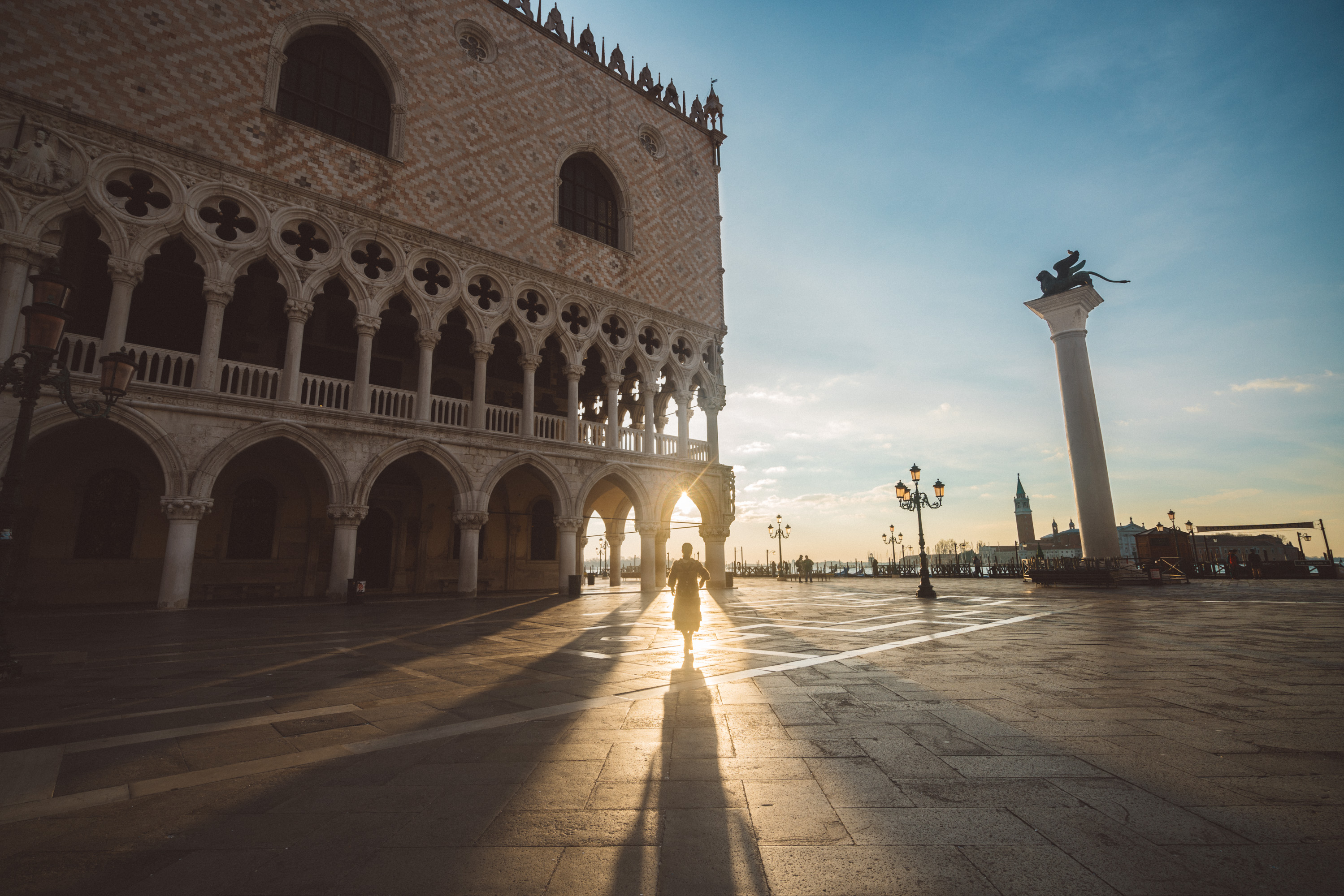 silhouette on Doge's Palace [David Tan]